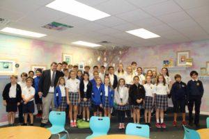 Blake Kaplan, Sun Herald Executive Editor, and 5th & 6th Grade Class